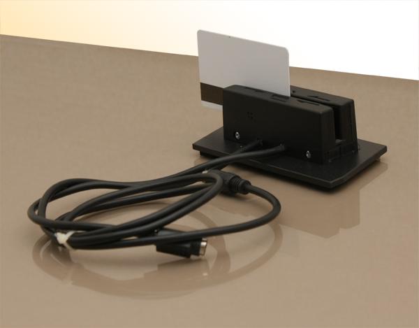 Считыватель карт MAG-II чёрного цвета с интерфейсом PS/2 и магнитной картой
